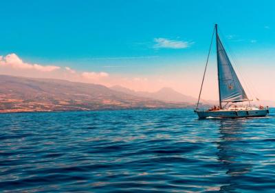die-schoenste-zeit-auf-dem-meer-beim-segeln-verbringen